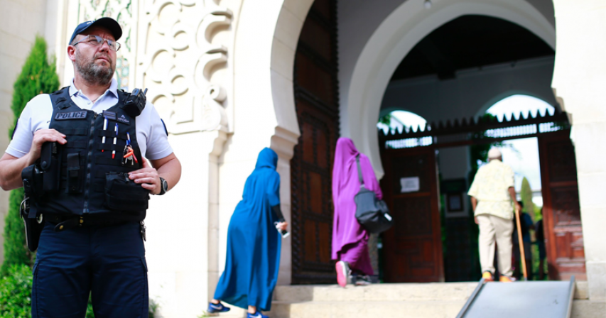 France shuts Paris mosque, extends crackdown on Muslims