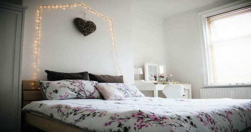 Easy ways to decorate a teenage girl's bedroom without using the usual pink
