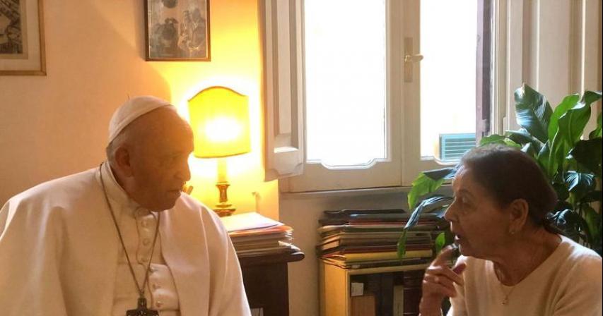 Pope pays surprise visit to home of elderly Holocaust survivor