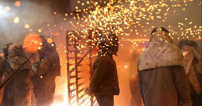 Firecrackers fly as Taiwanese celebrate pared back festival