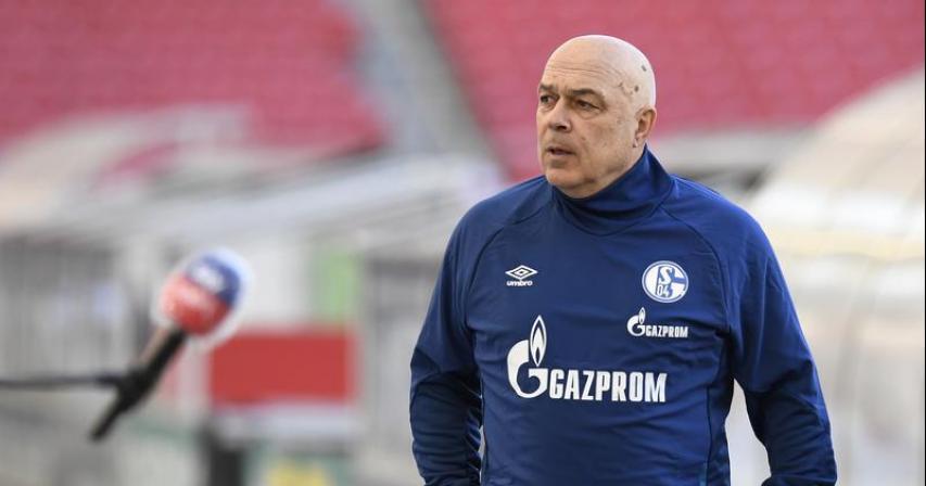 Schalke sack coach Gross, club officials as relegation nears