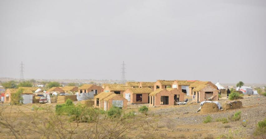 QRCS Hands Over New Housing Units to Displaced Families in Yemen