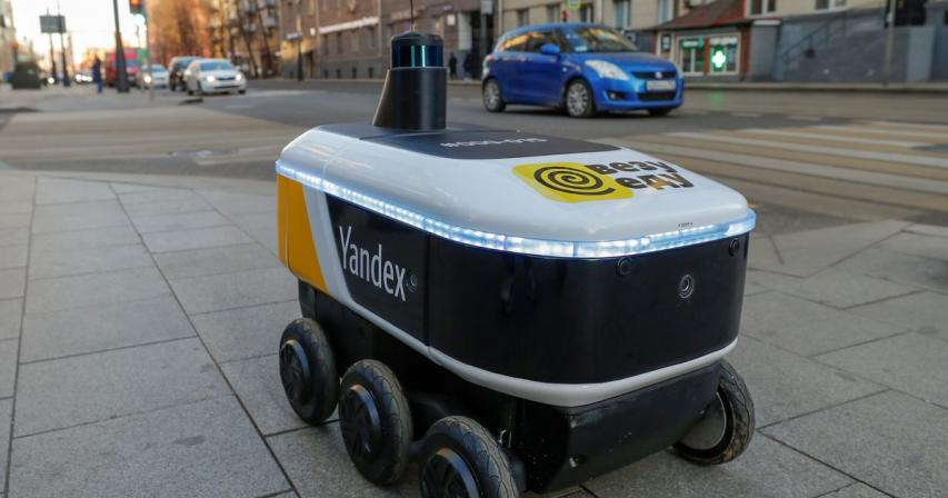 Russia's Yandex driverless robots to deliver food at U.S. colleges with GrubHub