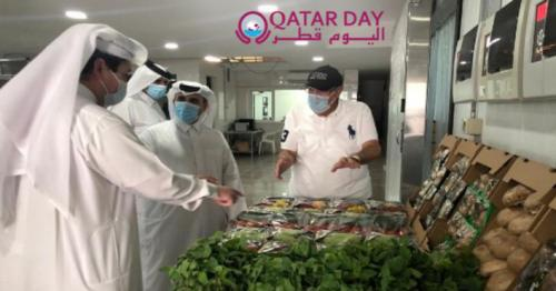 Minister of Municipality and Environment visits productive farms in Qatar