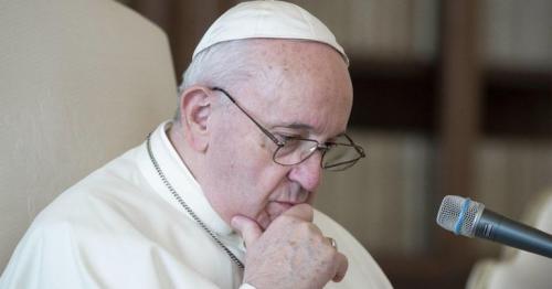 Pope Francis: Vatican investigates Brazilian model Instagram photo like