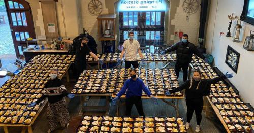 Three Friends feed 2,000 people Christmas dinner