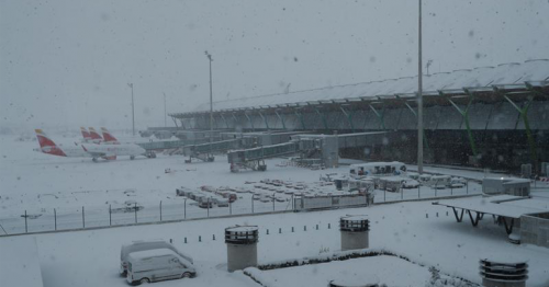 Two die in Spanish storm, troops deployed to help motorists stranded by snow