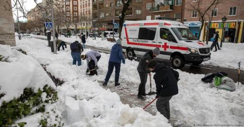 Snow, and now ice, disrupt Spaniards' lives, vaccine rollout