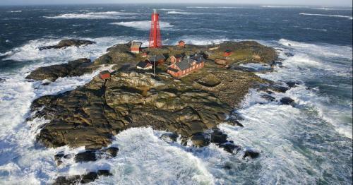 Swedish Covid nurse to watch entire film festival alone in lighthouse