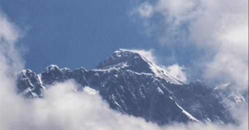 Nepal bans India climbers for faking Everest summit