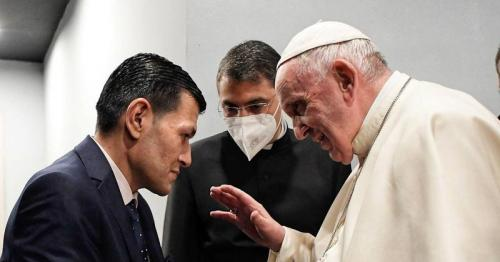 Pope Francis meets father of drowned Syrian boy