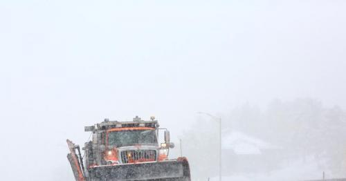Dangerous winter storm pummels western U.S. as hundreds of flights canceled