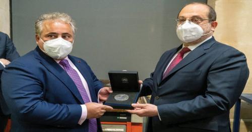 Qatar's envoy receives Special Edition of Bronze Medal in Paris