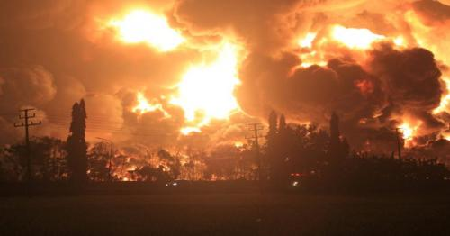 Indonesia fire - Massive blaze erupts at oil refinery