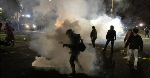Daunte Wright shooting - Protests near Minneapolis after police killing