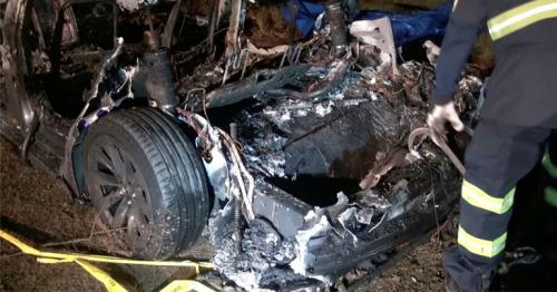 U.S. probes fatal Tesla crash believed to be driverless