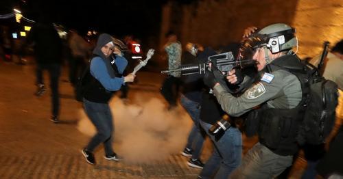 Scuffles in Jerusalem after Israeli-Palestinian Ramadan night clashes