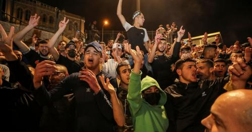 Palestinians cheer as Israeli barriers come down after Jerusalem Ramadan clashes