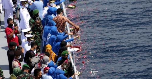 Families of Indonesia's sunken submarine crew pay tribute at sea