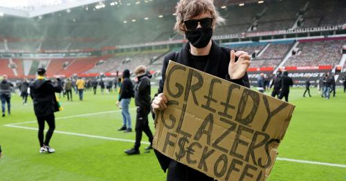 Man United-Liverpool kick off delayed as fans protest against Glazers