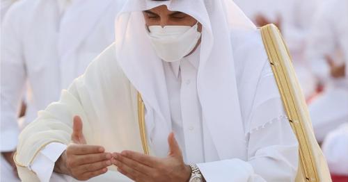Qatar Amir and Father Amir perform Eid Al-Fitr prayers