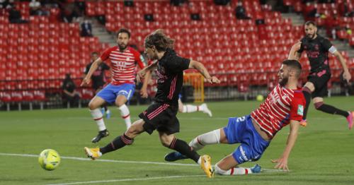 Real sink Granada to keep pressure on Atletico