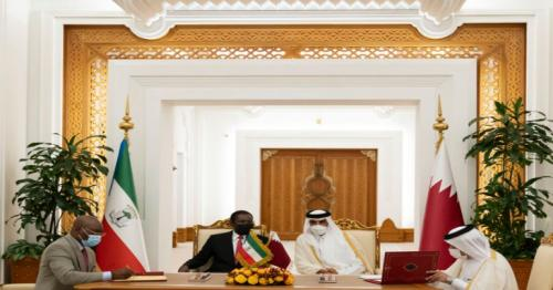 HH the Amir and President of Equatorial Guinea witness signing ceremony
