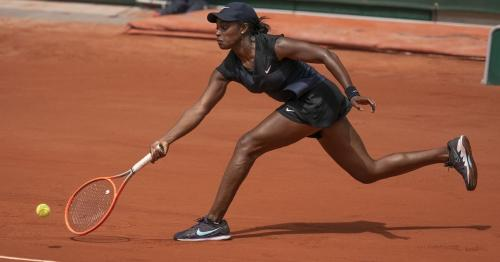 American Stephens ousts 18th seed Muchova to reach fourth round