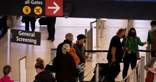 U.S. screens 2.02 mln airport passengers Friday - highest since March 2020