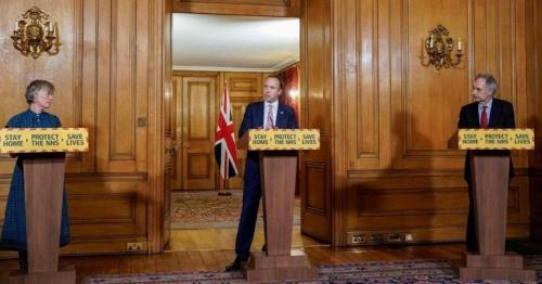 Covid: Deaf campaigner takes legal action over No 10 briefings