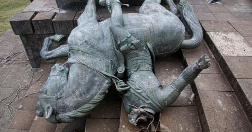 Colombian anti-government protesters topple Columbus statue