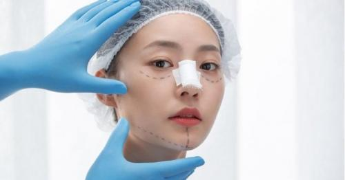 Plastic surgery booming in China despite the dangers